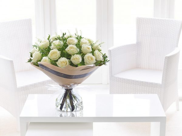 Dieciocho Rosas Blancas