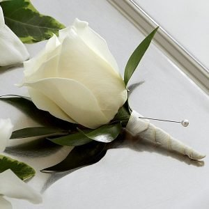 Boutonniere  Rosa Blanca